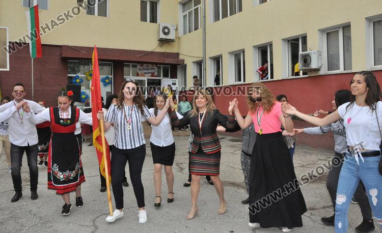Последният звънец удари за 123-ма в Гимназията по туризъм в Хасково