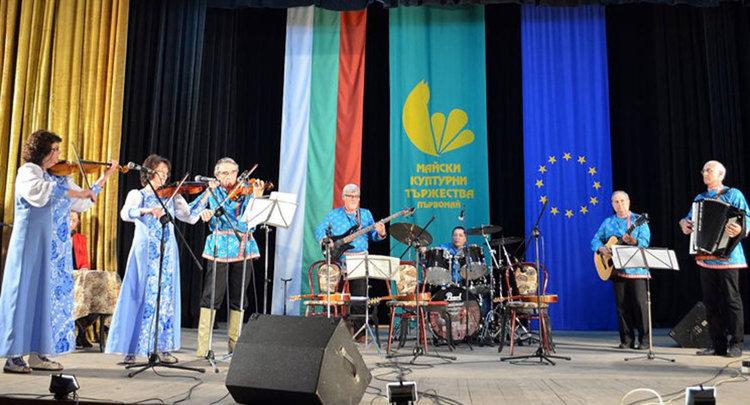 """""""Ивушка"""" зарадва почитателите на руски песни с концерт"""