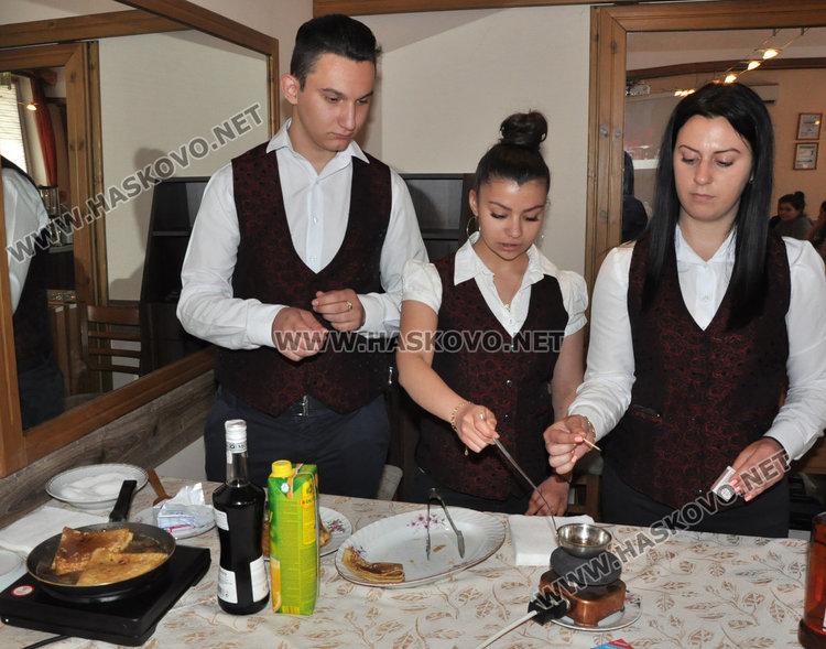 Кулинарни и кетъринг умения демонстрираха ученици от гимназията по туризъм