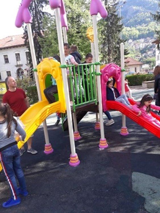 Ремонтират детски съоръжения и места за отдих в Смолян