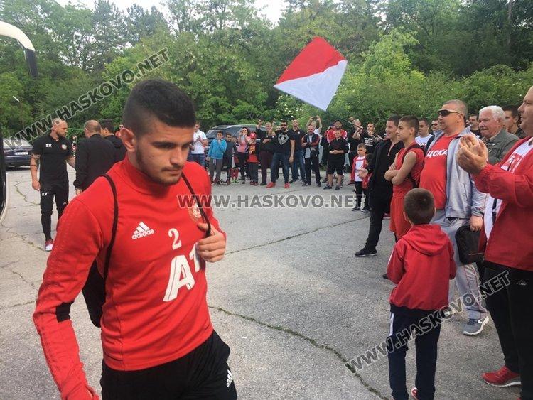 Фенове от Хасково посрещнаха футболистите на ЦСКА-София