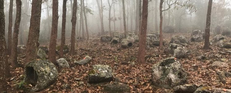 """Откриха още от мистериозните """"делви на мъртвите"""" в Лаос"""