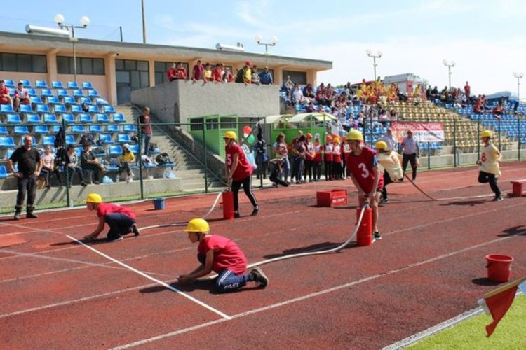 """Отборът на СУ Паисий Хилендарски"""" в село Припек е първенец в областното състезание """"Млад огнеборец"""""""