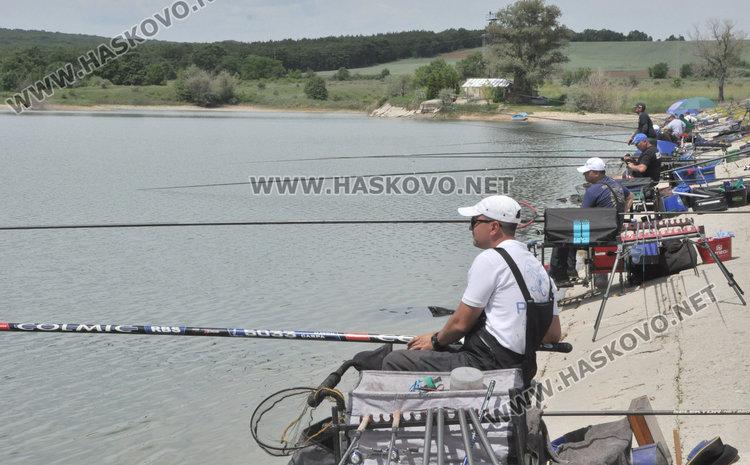 Дядо Мраз организира състезание по риболов с щека и мач