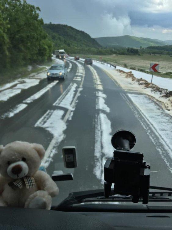 Мощна буря с градушка удари Северозападна България (видео)