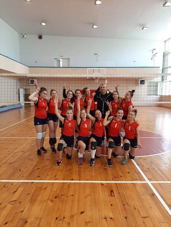 Волейболистки от Кирково се класираха на държавните финали за момичета