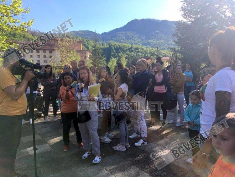 Родителите в Смолян отново се събраха на протест, призовават за активност на големия протест на 2 юни