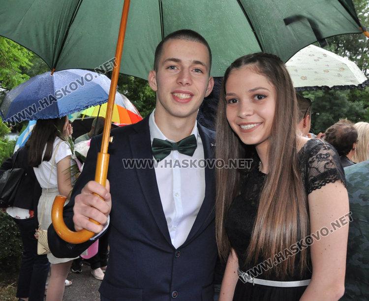 Царската гимназия даде старт на сезона на баловете в Хасково