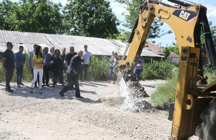 """Започна изграждането на канализация в квартал """"Хисаря"""""""