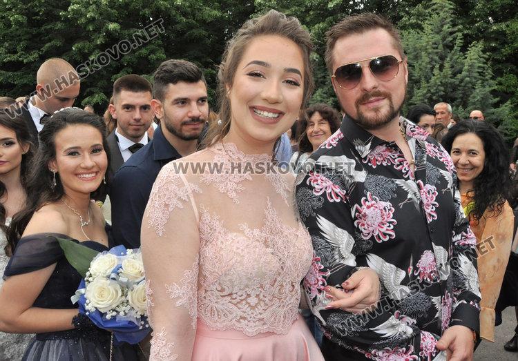 Стил и красота показаха абитуриентите от Езиковата гимназия в Хасково
