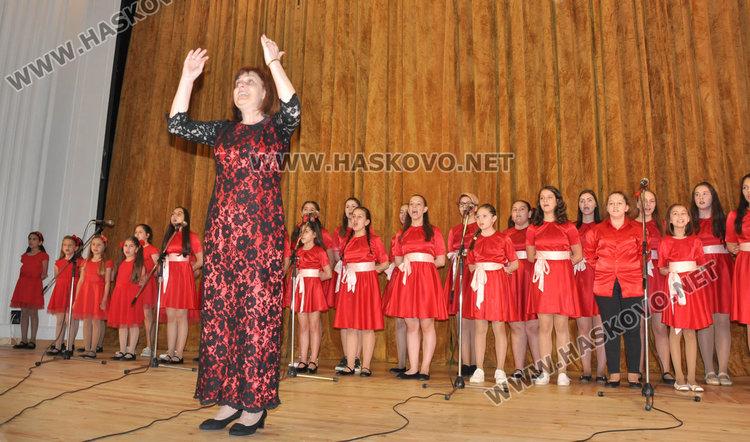 Празнично шествие за 24 май в Хасково, отличиха изявени ученици и учители