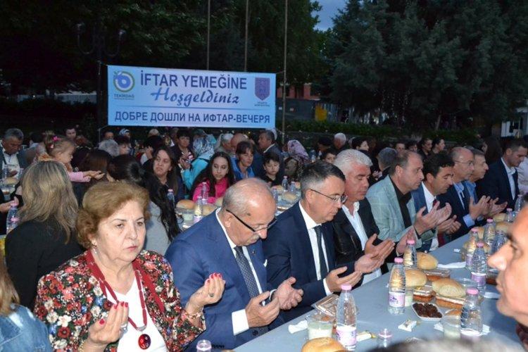 Над 2 000 се събраха на ифтар в центъра на Момчилград