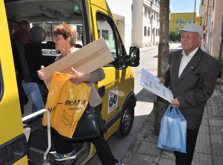 153 СИК получават изборни книжа и материали за Евровота в Хасково