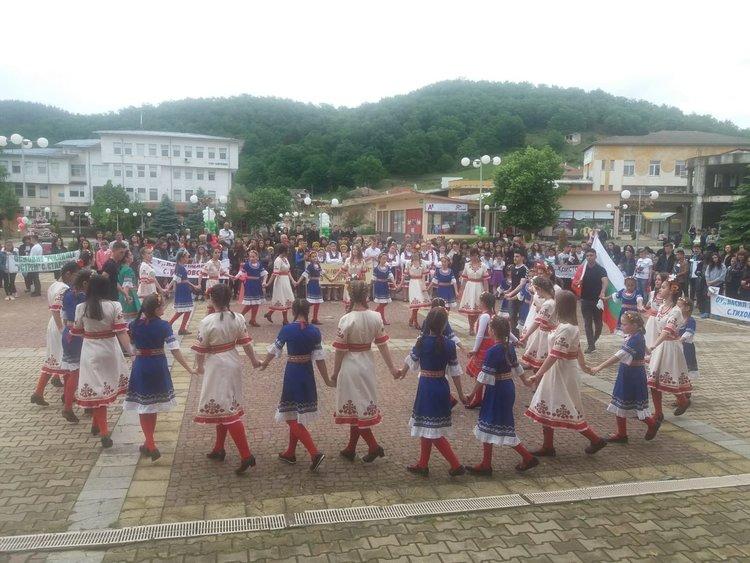 Хоро в центъра на Кирково за 24 май