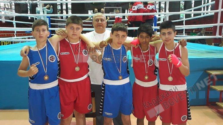 """Пет медала  от пет участника на Държавното лично първенство по бокс за """"Арда бокс"""""""