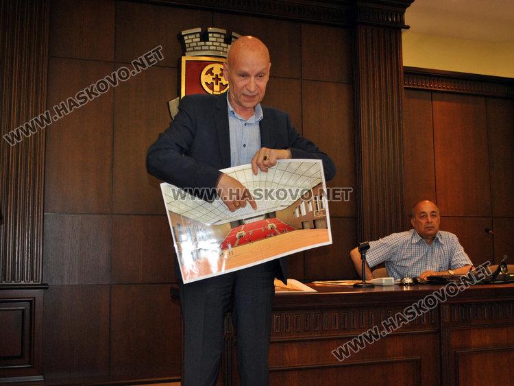 """Кметът търси още обществена подкрепа за тегленето на заем за ремонт на """"Младост"""" и """"Дружба"""""""