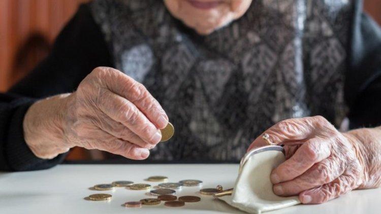 """Средната пенсия скочила """"рязко"""" с 3 лева"""