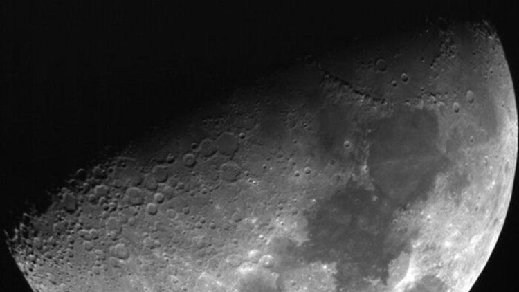 Странни проблясъци на Луната, учените нямат обяснение