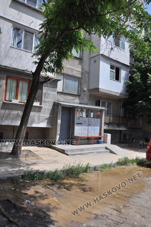 "Хасковлии: Вода се лее в ""Орфей"", разкалва пространството пред блок"