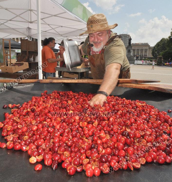 Ути приготви на площада сладко от череши и био мед