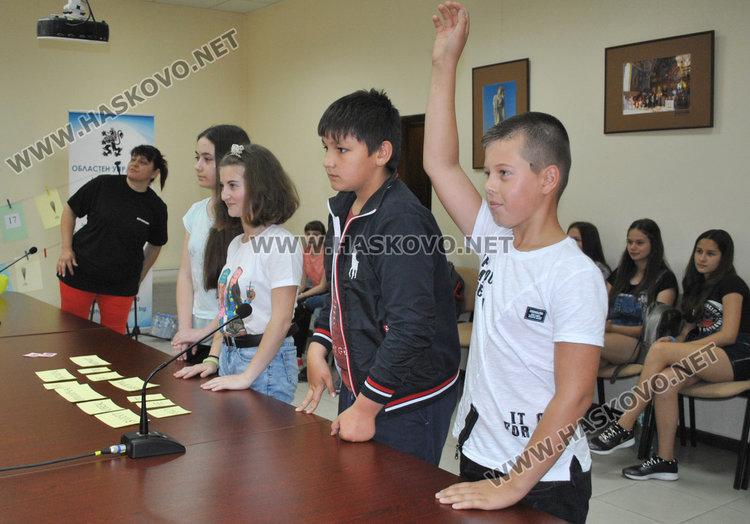 """2 димитровградски училища и още 6 от хасковско участваха в националната програма """"Работа на полицията в училищата"""""""