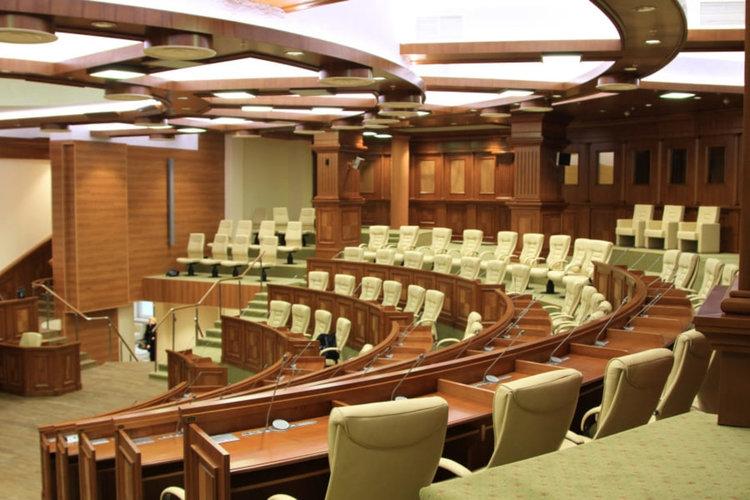 Тежка политическа криза в Молдова – отстраниха президента и разпуснаха парламента