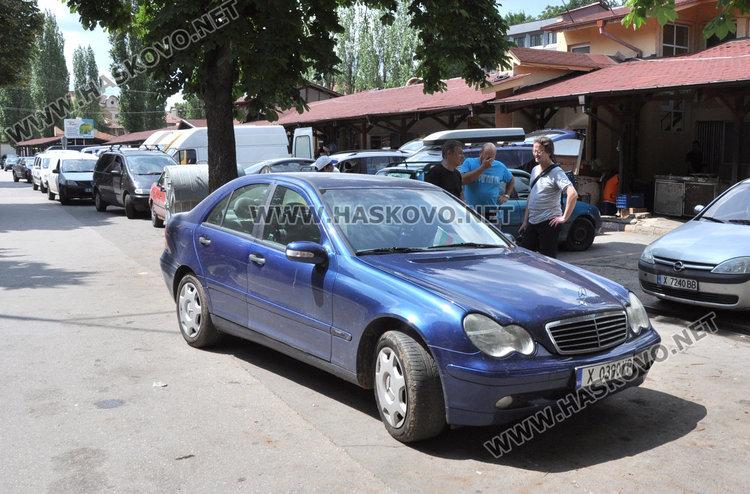 Мерцедес изпуши в движение до Зеленчуковия пазар в Хасково