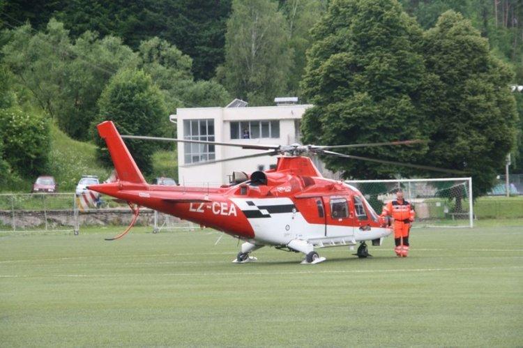 Хеликоптерът кацна на стадиона във вторник около 11.30ч.