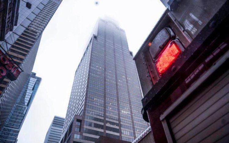 Хеликоптер се разби в сграда в Манхатън