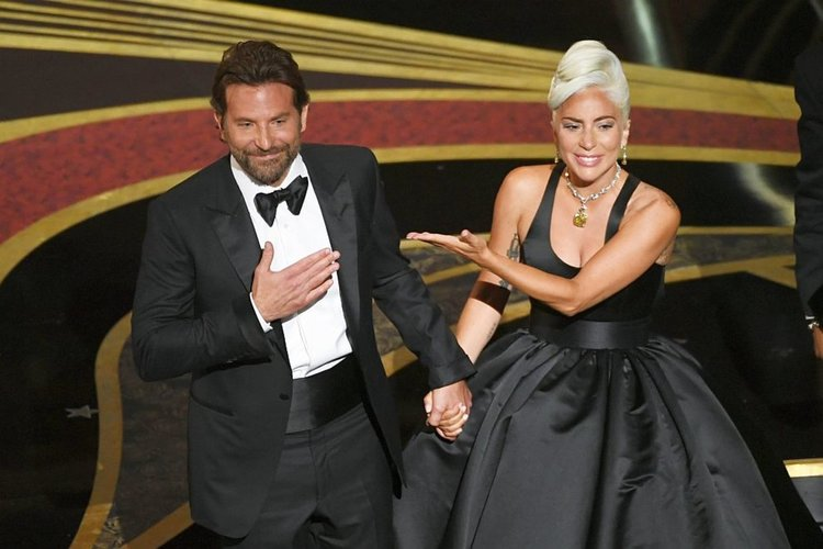Виновна ли е Лейди Гага за раздора в семейството на Брадли Купър?