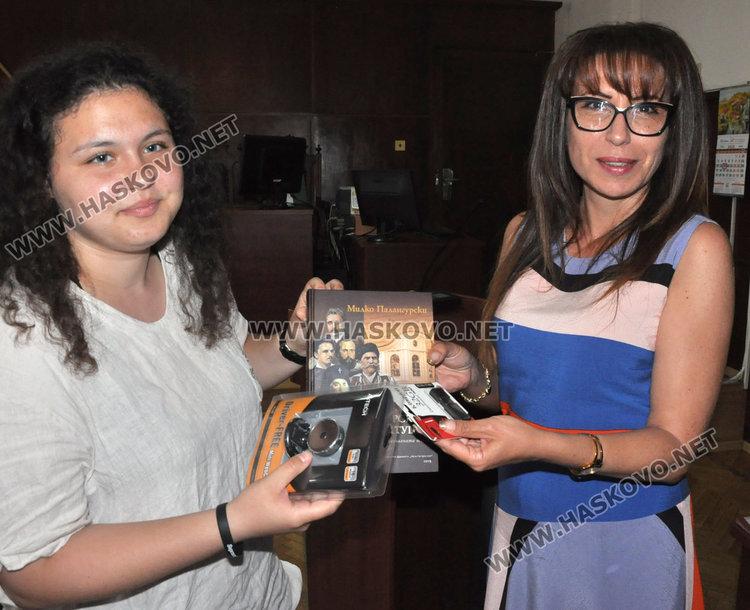 Съдия Тянкова (вдясно) връчи наградите