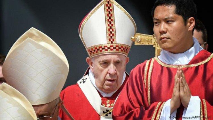 """Ватиканът надига глас срещу """"унищожаването"""" на половете"""