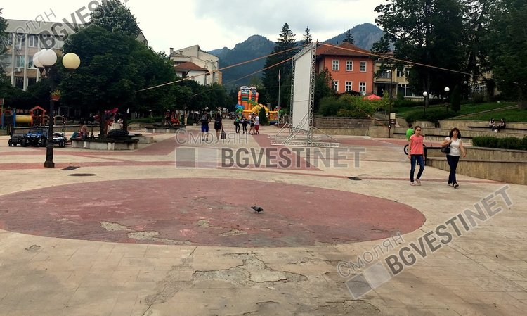 Ремонтират повредената настилка на Главната в Смолян, до септември ще е готова
