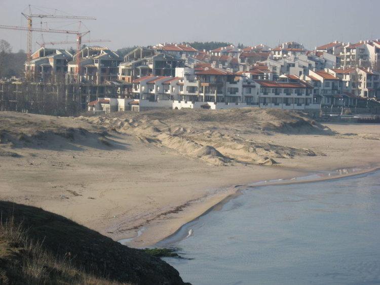 """Разкопаните дюни в къмпинг """"Оазис"""""""