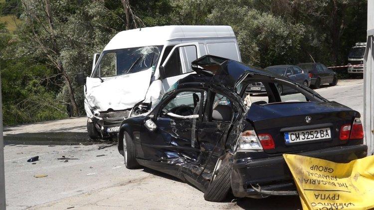 След Златоград и община Неделино обяви траур за трите жертви от катастрофата