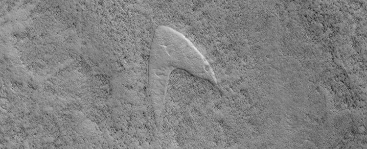 Логото на Звездната флота от Стар Трек забелязано но Марс