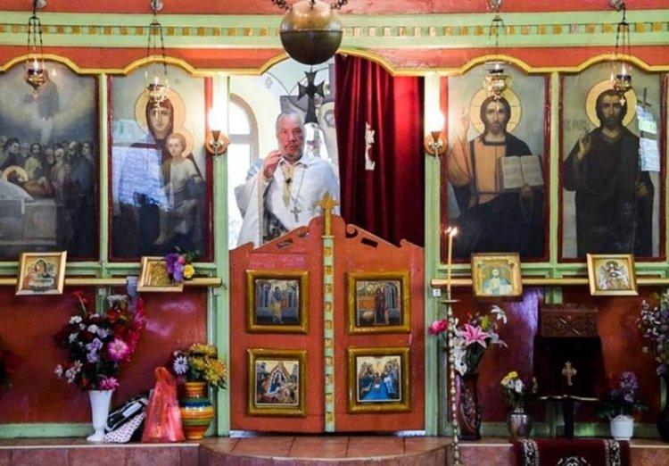 """Празнична Литургия за Петдесетница беше отслужена в храм """"Св. Успение Богородично"""" от отец Боян Саръев"""