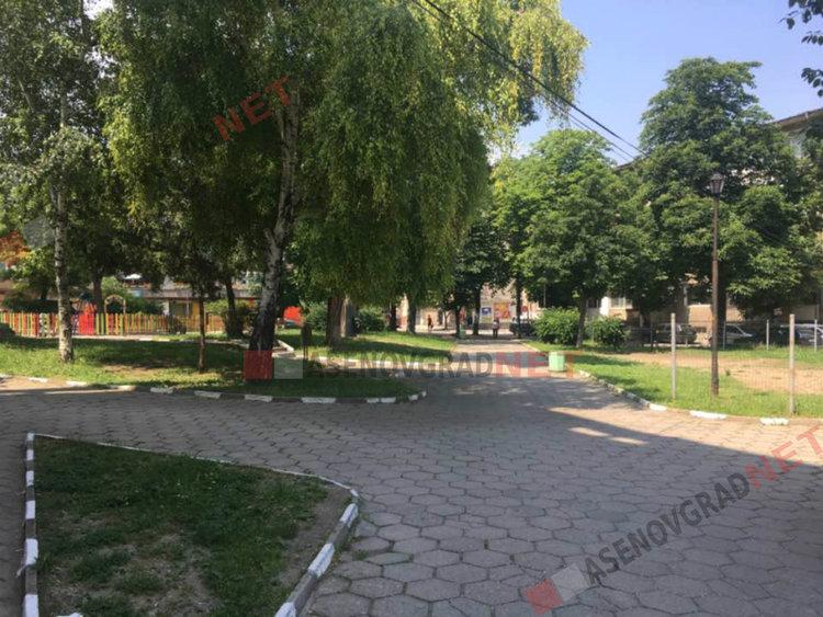 Пръскаха срещу кърлежи паркове, градини и зелени площи