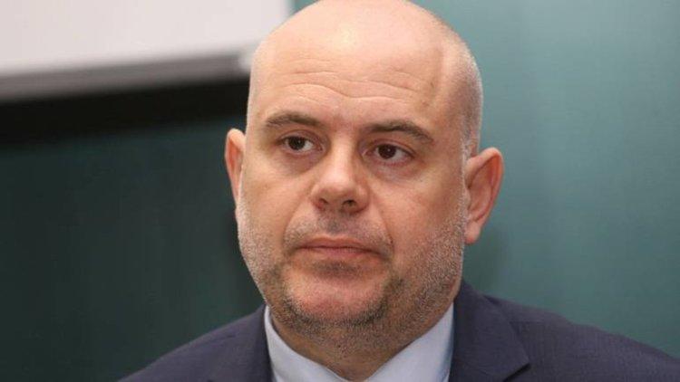 "Кметът на Костенец обещал 30 000 лева ""дар"" на общинари, за да гласуват ""правилно"""
