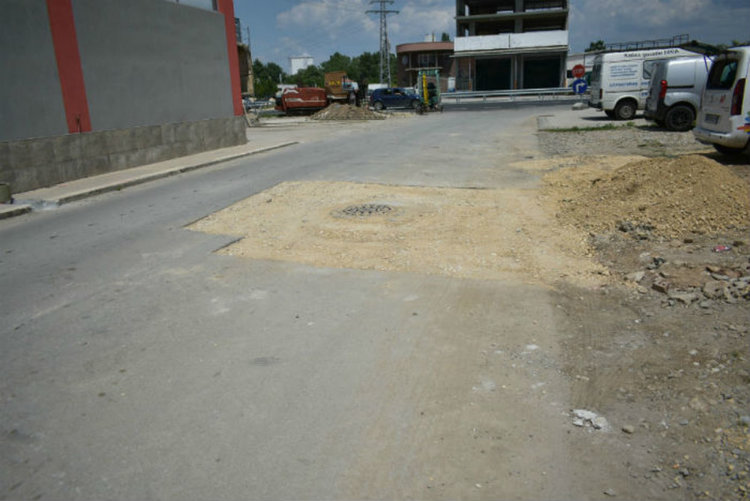Предстои полагането на асфалтовата настилка.