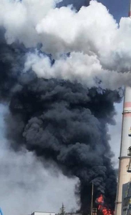 """Зрелищен пожар в държавната ТЕЦ """"Марица-Изток"""" 2"""