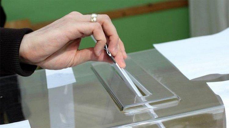 Българите масово не вярват на партии и политици и че изборите са честни