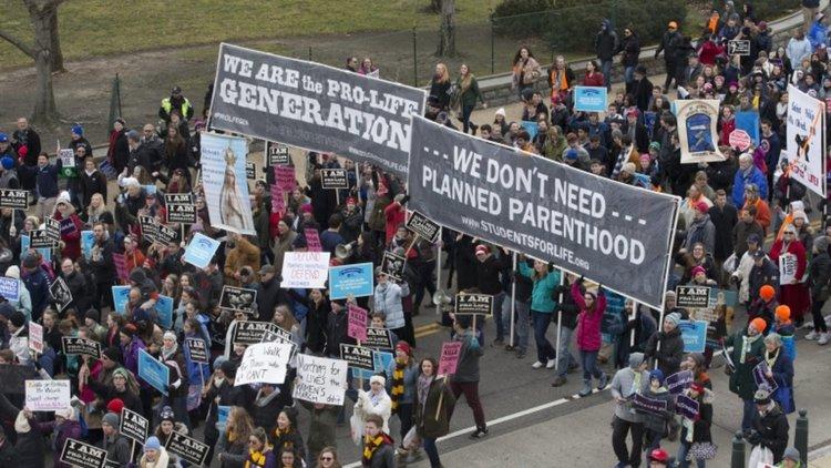 Защитници и противници на абортите шестваха в САЩ