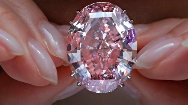 """Диамантът """"Розова звезда"""" се продаде за рекордните $71,2 млн."""