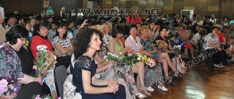"""Всеки пети седмокласник в """"Смирненски"""" отличник"""