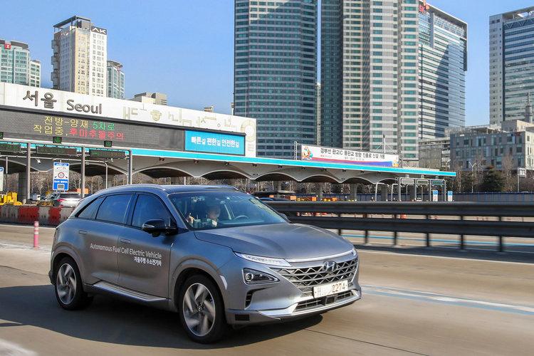 Безпилотният водороден автомобил Hyundai Nexo прекоси Южна Корея (видео)