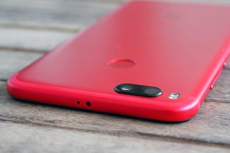 Lenovo обеща смартфон, в който екран и корпус се сливат