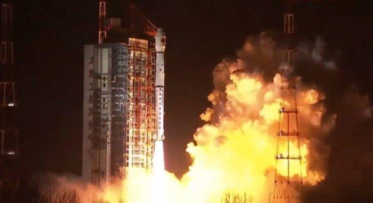 изстрелването на космическия кораб Queqiao