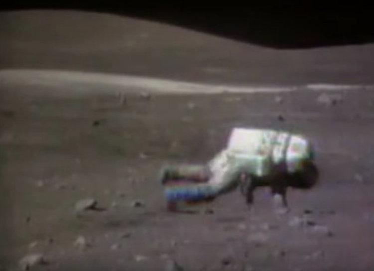 NASA публикува клип с паданията на астронавтите на Луната (видео)