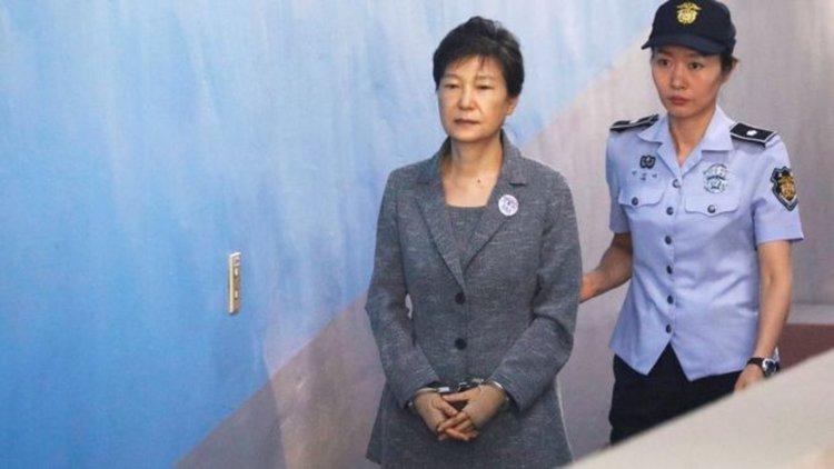 Бившият южнокорейски президент Пак Гън-хе получи още осем години затвор